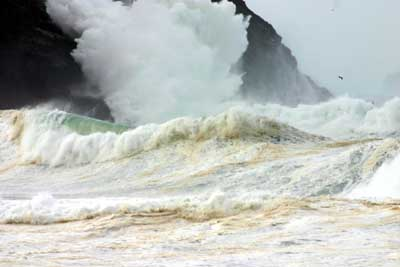 Huge aTLANTIC SWELL ON THE dINGLE PENINSULA
