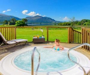 Lake Hotel outdoor hot Tub